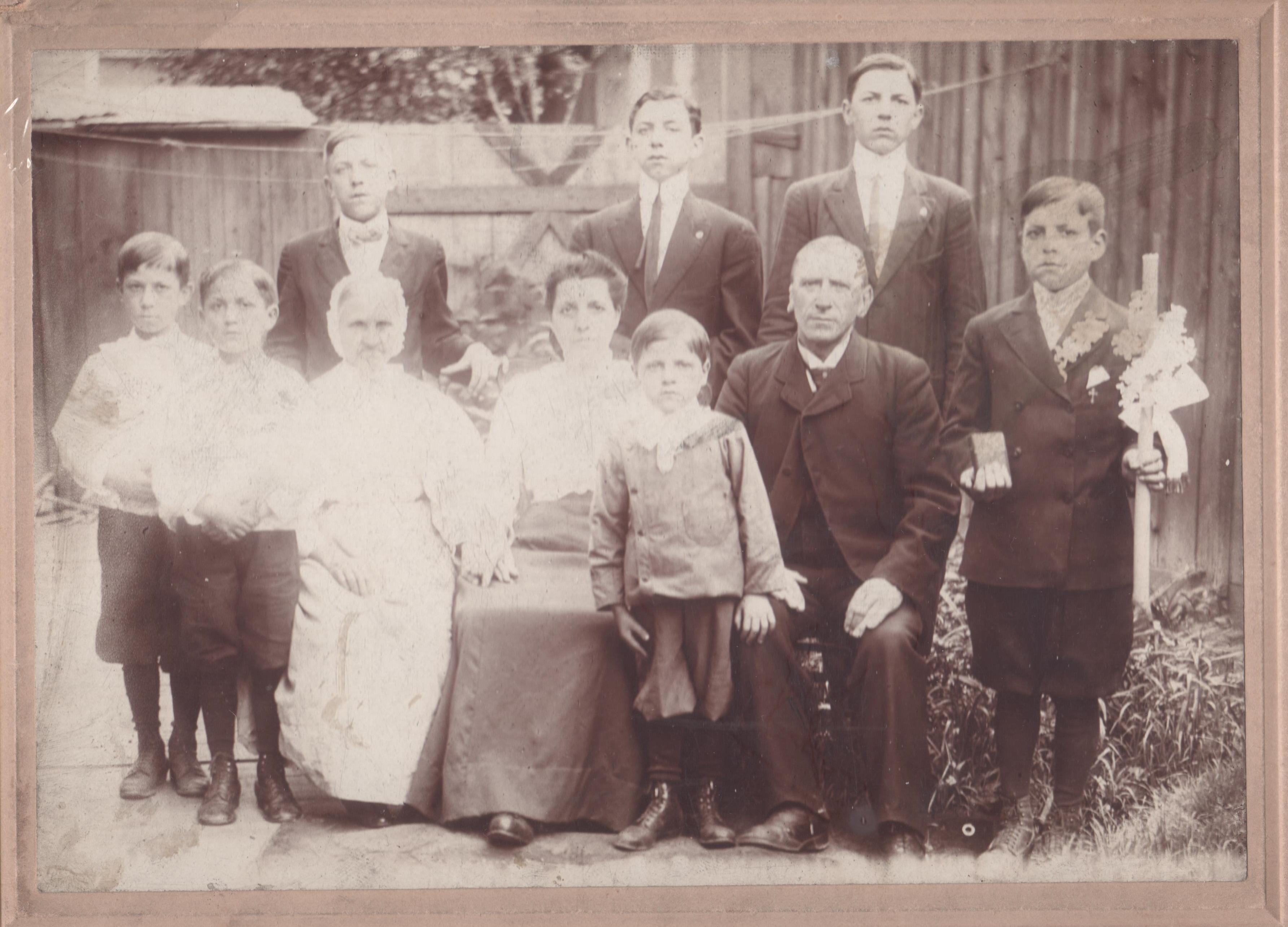 Konczal Fabiszewski family circa 1906 lower resolution 001