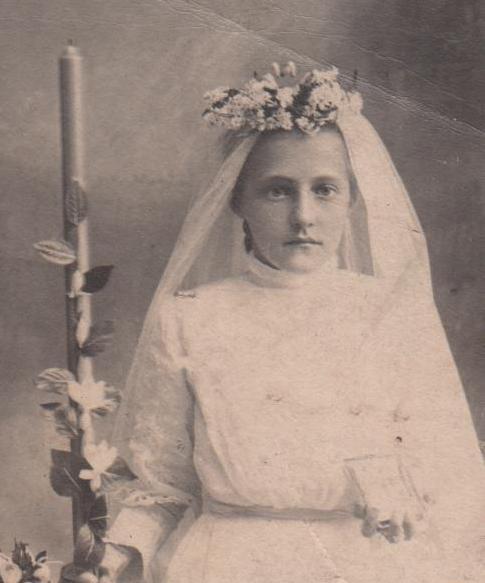 Genevieve Klaus 1st Communion circa 1907